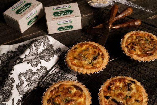 Ταρτάκια με μανιτάρια και καπνιστό τυρί